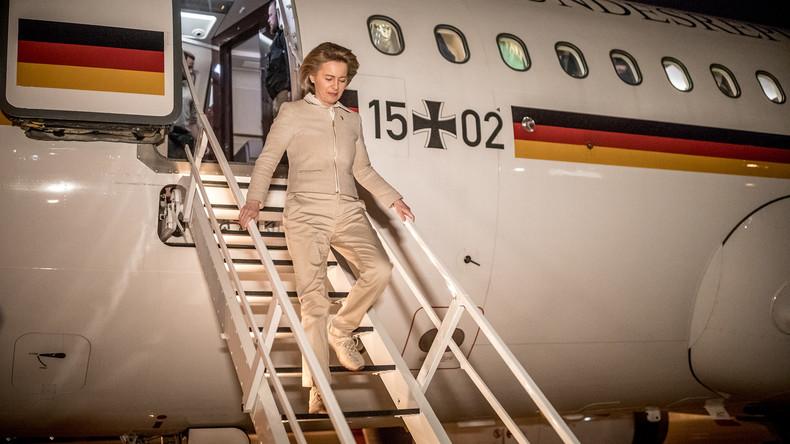 Verteidigungsministerin Ursula von der Leyen besucht Soldaten in Afghanistan