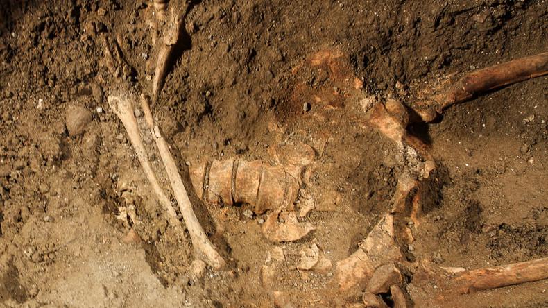 Archäologen finden Überreste einer Frau, die noch nach ihrem Tod Kind zur Welt brachte