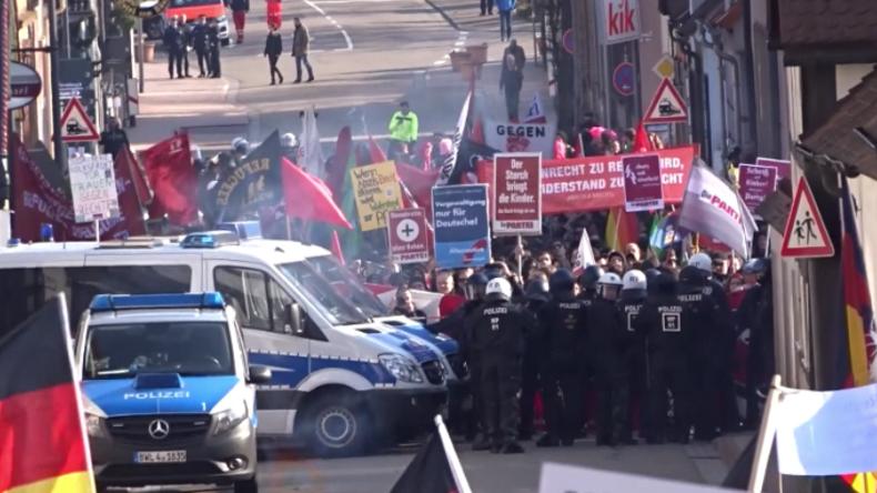 Kandel: Proteste gegen Flüchtlingspolitik und Rassismus - Vermummte attackieren Polizisten