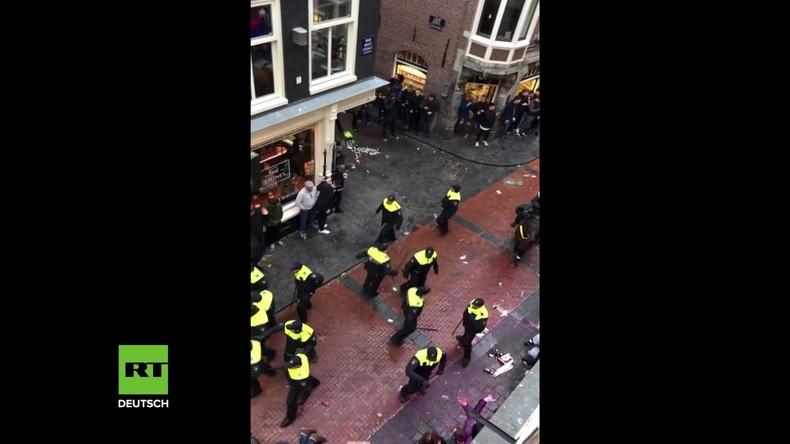 Über 100 Personen festgenommen: England-Fans sorgen nach Länderspiel für Chaos in Amsterdam
