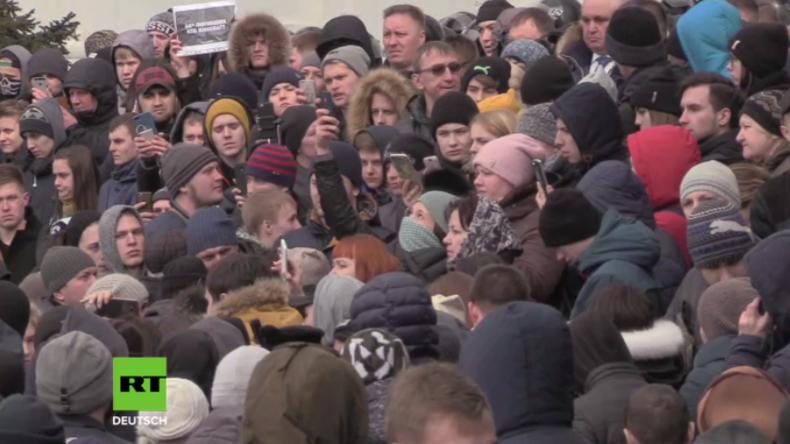 """""""Ich habe fünf Kinder in dem Feuer verloren!"""" - Wütende Menschen versammeln sich in Kemerowo"""