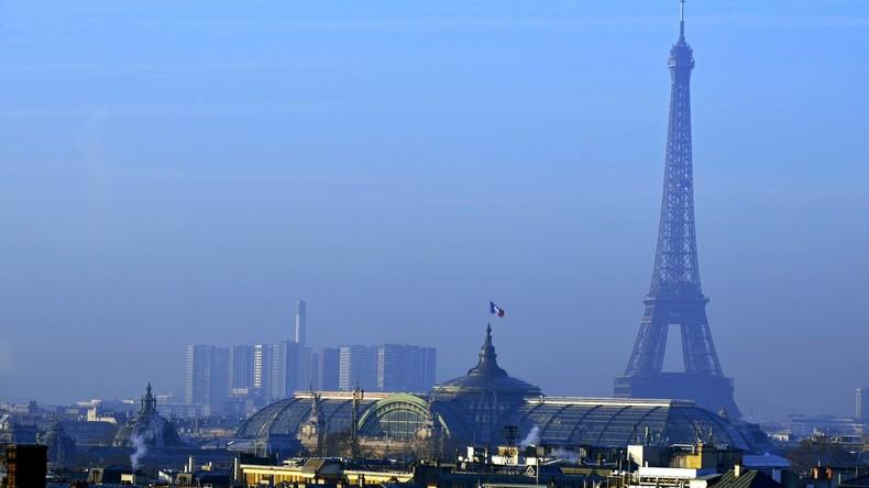 Eiffelturm wird zum Schutz gegen Terroristen mit Glas umzäunt