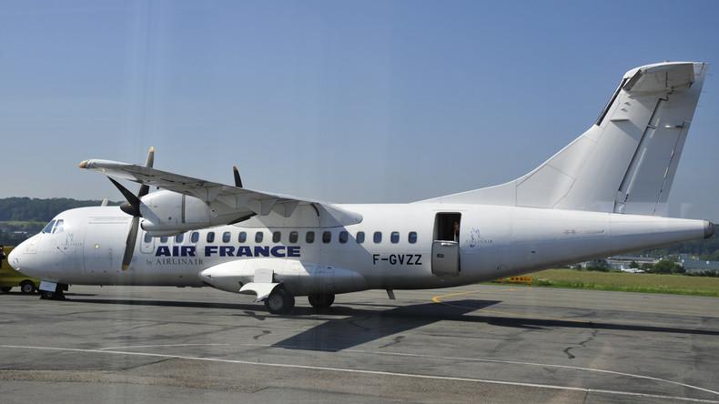 Woher weht der Wind? Air-France-Fluggäste entdecken nach Landung Riesenloch im Flugzeug