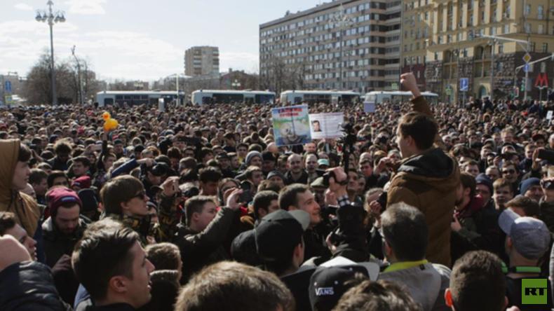 LIVE: Trauerdemo auf dem Puschkin-Platz über Brandkatastrophe im Einkaufszentrum Kemerowo