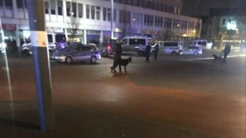 Ausnahmezustand in Duisburg: 80 Männer gehen mit Waffen aufeinander los - Polizei greift durch