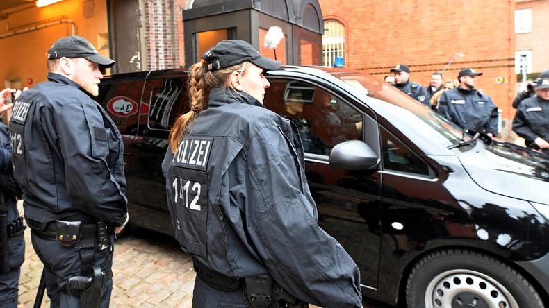 Spanische Geheimdienste hatten Carles Puigdemont mittels Handyortung und Wanze im Wagen überwacht