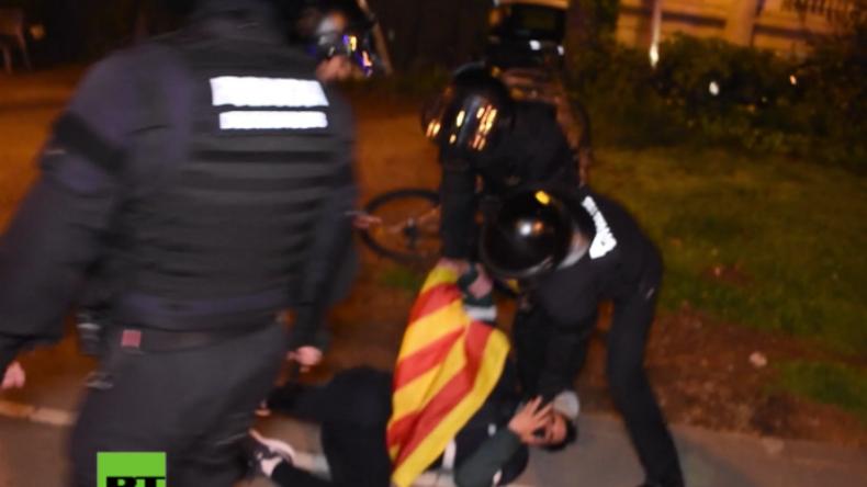 Nach Inhaftierung von Puigdemont in Deutschland: Wieder Zusammenstöße in Barcelona