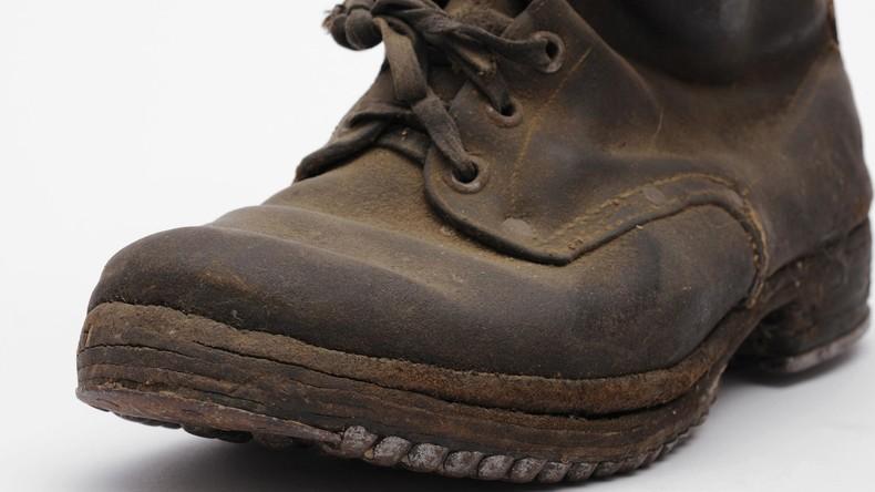 Rassismus per Mausklick: Online-Händler verkauft Stiefel in der N-Wort-Farbe