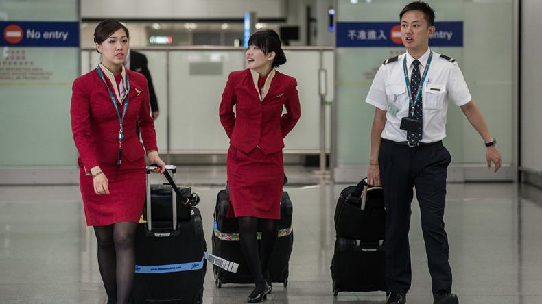 Flugbegleiterinnen dürfen künftig auch Hosen tragen