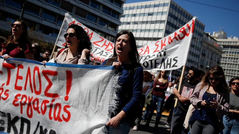 Lehrer demonstrieren in Athen - Polizei setzt Pfefferspray ein