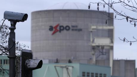 Das Kernkraftwerk Beznau, kurz KKB, befindet sich auf der künstlichen Aare-Insel Beznau in der Gemeinde Döttingen (Kanton Aargau, Schweiz). Es galt noch bis 2017 als das dienstälteste Kernkraftwerk der Welt.