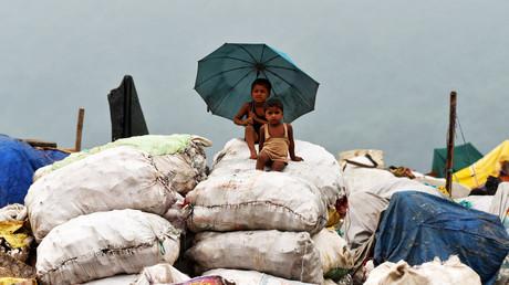 Kinder auf einer Müllhalde in Guwahati, Indien, 4. Juni 2017.