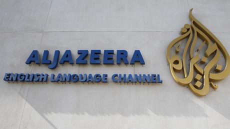 Das Logo des Nachrichtensenders Al Jazeera in Doha, Katar