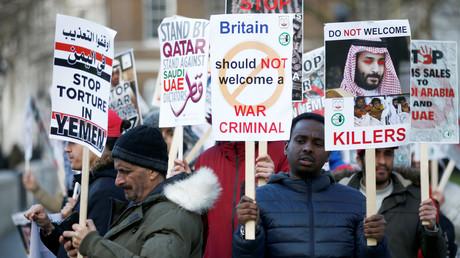 Demonstranten protestierten am Mittwoch vor der Downing Street gegen den Besuch des saudischen Kronprinzen und dessen Krieg gegen den Jemen.