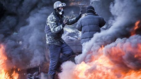 Mitglieder der ukrainischen Zivilgesellschaft nehmen 2014 auf dem Maidan ihre demokratischen Rechte war - diese und andere Fake News wurden in den letzten Jahren massenhaft von den