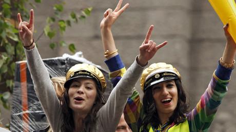 Schwedische Schülerinnen feiern ihren Schulabschluss, Stockholm, 2. Juni 2009.