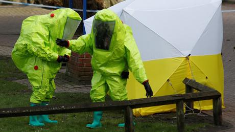 Sicherheitskräfte am Fundort von Sergei Skripal im britischen Salisbury