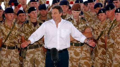 Tony Blair zu Besuch bei britischen Truppen im Irak.