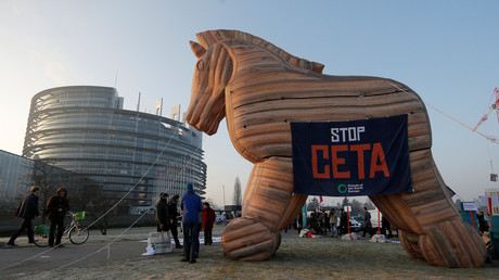 Anti-CETA-Protest vor dem EU-Parlament in Strasbourg.