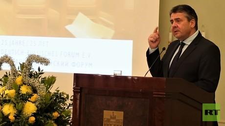Der deutsche Außenminister a.D. Sigmar Gabriel bei seinem Auftritt am 15. März im Hotel Adlon anlässlich des 25-jährigen Jubiläums des Deutsch-Russischen Forums.