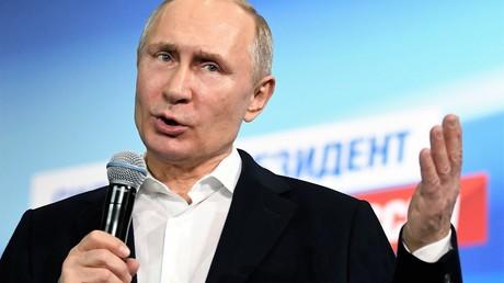 Wladimir Putins erster Auftritt nach Bekanntgabe vorläufiger Wahlergebnisse in seinem Wahlstab.