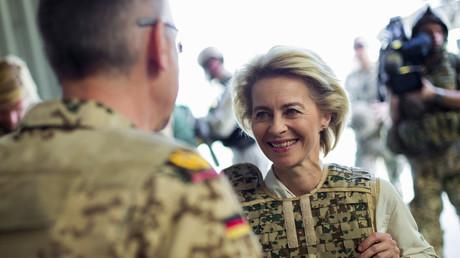 Verteidigungsministerin Ursula von der Leyen während eines Truppenbesuchs im Camp Marmal, Mazar-i-Sharif, Afghanistan
