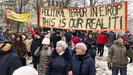 Protest in Riga gegen die Einführung der lettischen Sprache als Unterrichtssprache in Schulen für ethnische Minderheiten