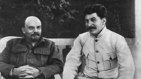 Lenin und Stalin im Dorf Gorki.
