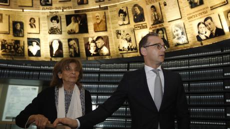 Der neue bundesdeutsche Außenminister Heiko Maas beim Besuch der Holocaust-Gedenkstätte Yad Vashem. Den Besuch durfte nur ein einziges Dreh-Team begleiten, jenes von Springers Welt TV, 25. März 2018.