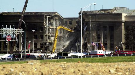 Ein Flügel des US-Verteidigungsministeriums in Washington, D.C. kollabierte, nachdem ein Passagierflugzeug hineingestürzt war.