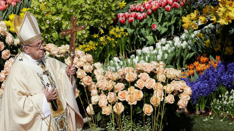 Papst Franziskus zelebriert mit Zehntausenden Ostermesse auf Petersplatz