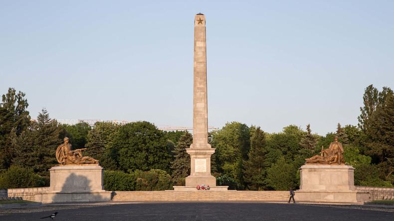 Unbekannte schänden größten Friedhof für sowjetische Soldaten in Warschau