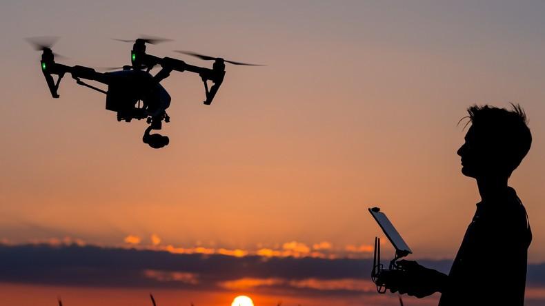 Aller Anfang ist schwer: Erste russische Post-Drohne stürzt bei offizieller Vorführung ab (VIDEO)