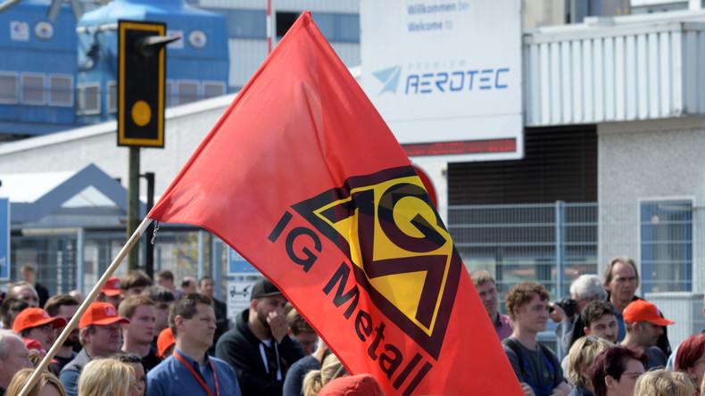 1.000 Mitarbeiter protestieren gegen Stellenabbau bei Airbus-Tochter in Augsburg