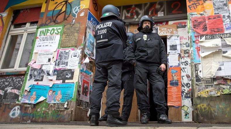 Nächtlicher Steinhagel auf Polizei: Rigaer Straße kommt nicht zur Ruhe