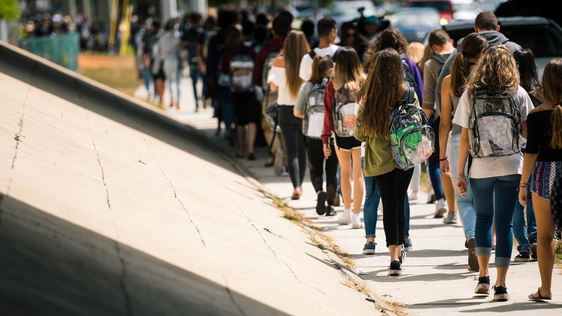 Transparenz gegen Waffengewalt: US-Schule wappnet sich mit glasklaren Rucksäcken gegen Amokläufer