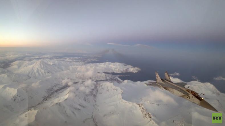 MiG-31-Piloten trainieren nächtliche Luftbetankung über Kamtschatka