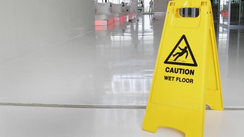 Gericht: Auf der Toilette greift die Unfallversicherung nicht