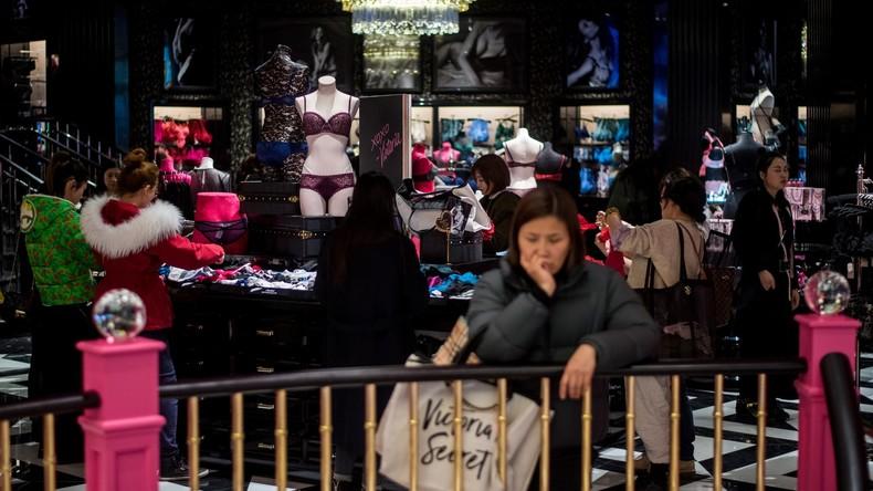 Shopping-Amoklauf: Malaysierinnen zerlegen Modegeschäft auf Jagd nach Discount-Dessous