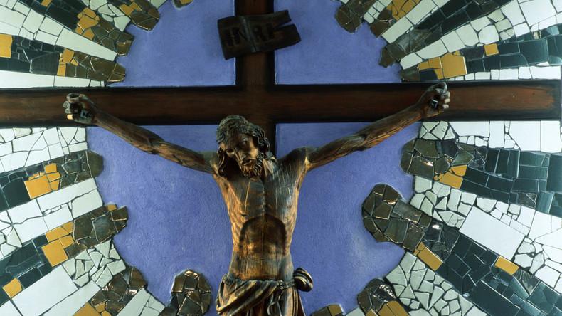 """""""Schockierend und zu gewaltsam"""": Facebook zensiert Beitrag mit Bild der Kreuzigung Christi"""