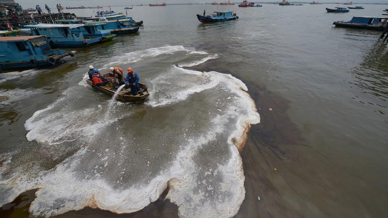 Betriebsunfall auf drittgrößter Insel der Welt - Ölteppich verschmutzt 60 Kilometer Küste