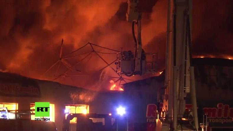 Russland: Feuerwehr löscht Brand in riesigem Spielzeugladen - keine Verletzten