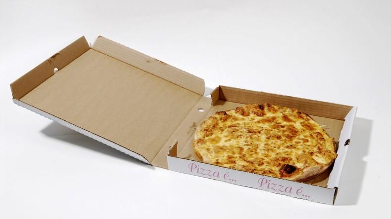 Junge wirft Pizzakarton in Mülleimer - und sollte dafür Strafe zahlen