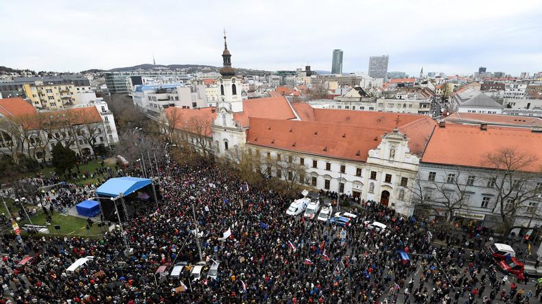 Journalistenmord in Slowakei: Zehntausende demonstrieren erneut gegen Regierung und Polizeichef