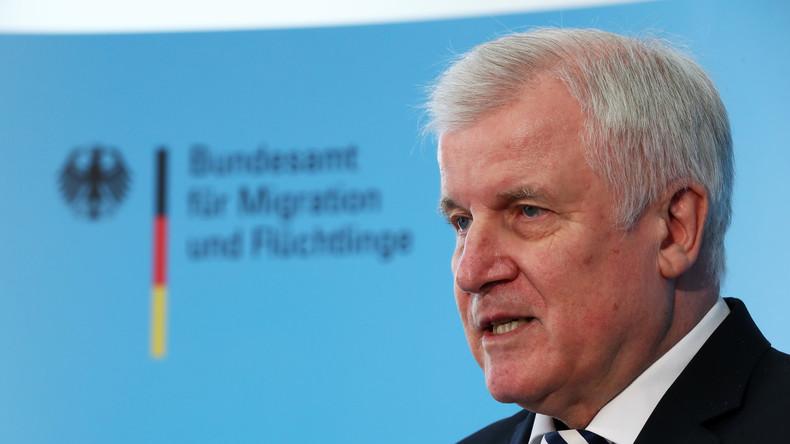 Seehofer:  Fünf Pilotzentren für Flüchtlinge sollen schon im Herbst in Betrieb gehen