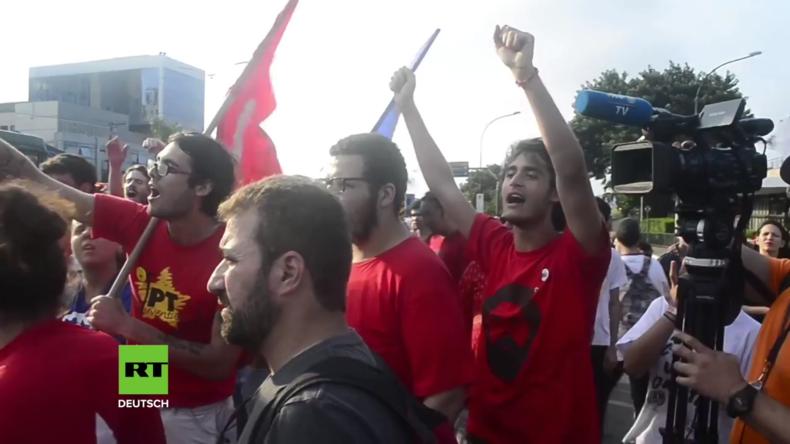 Brasilien: Lula-Unterstützer versammeln sich am Flughafen