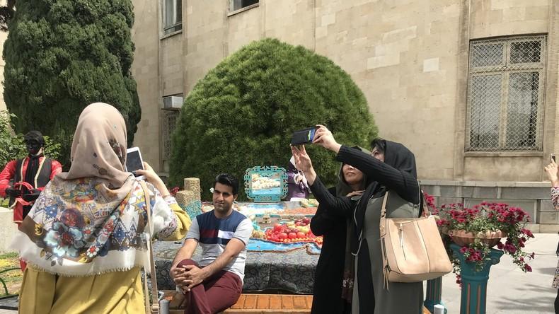 Frauen im Iran: Zwischen Wirtschaftskrise und Wandel (Video)