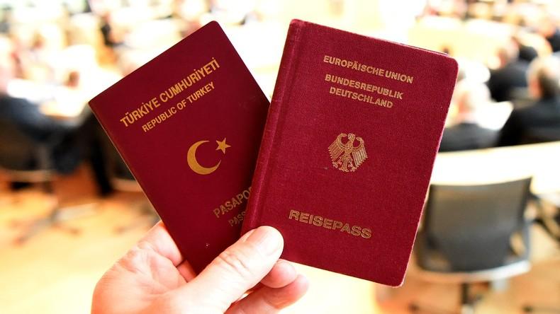 Doppelte Staatsbürgerschaft: Innenminister Seehofer will Dschihadisten deutschen Pass entziehen