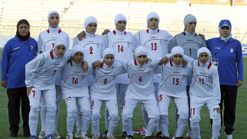 Fußball: Tritt die iranische Frauen-Nationalmannschaft mit Männern an?