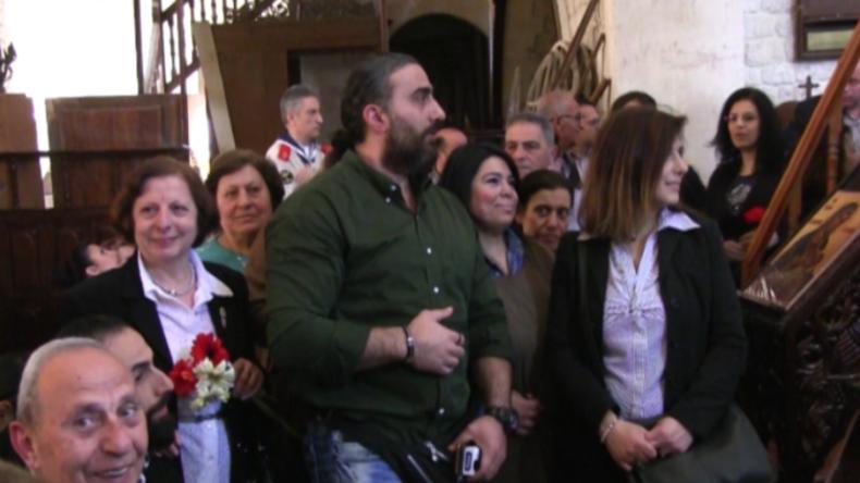 Aleppo: Hunderte Gläubige überglücklich - Erstmals seit Kriegsbeginn öffnet Kirche wieder